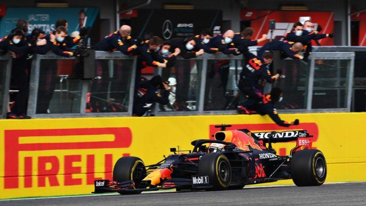 Verstappen ficou com a vitória em Ímola, mas não com  a liderança do campeonato (Crédito: Twitter / Red Bull)