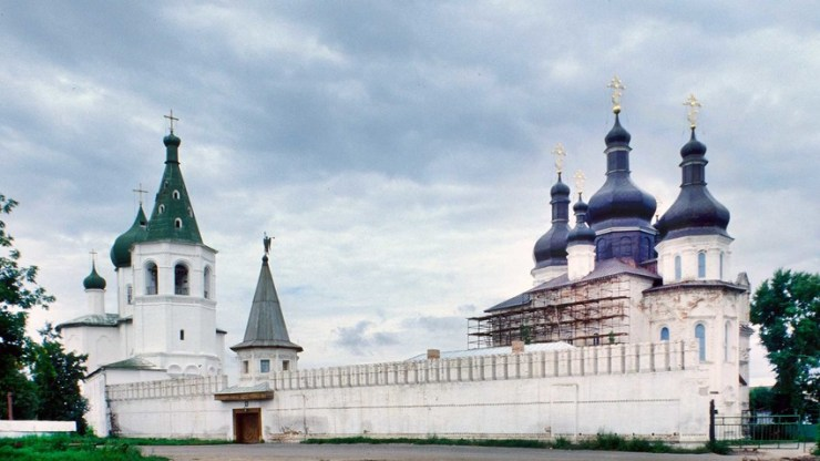 Trinity Monastery. From left: Church of Sts. Peter and Paul, bell tower, south gate&wall, Trinity Cathedral. Southeast view. Aug. 29, 1999.