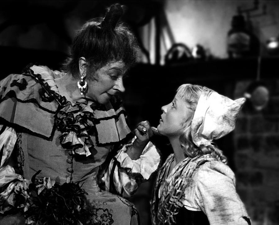 Faina Ranevskaya y Yanina Zheimo en 'Cenicienta'.