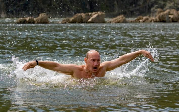 Russia's Prime Minister Vladimir Putin swims in a lake in southern Siberia's Tuva region August 3, 2009