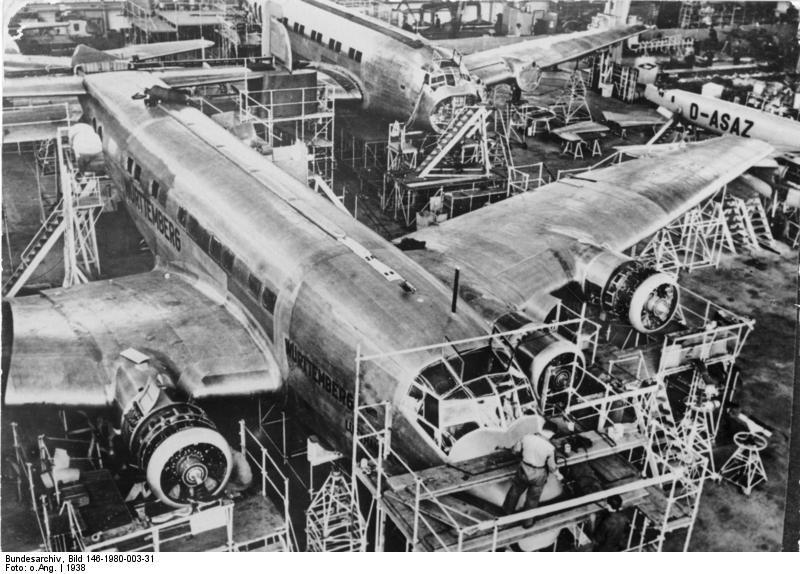 Aviones Ju-90 siendo fabricados en la Jukers-Werke de Dessau. 1938.