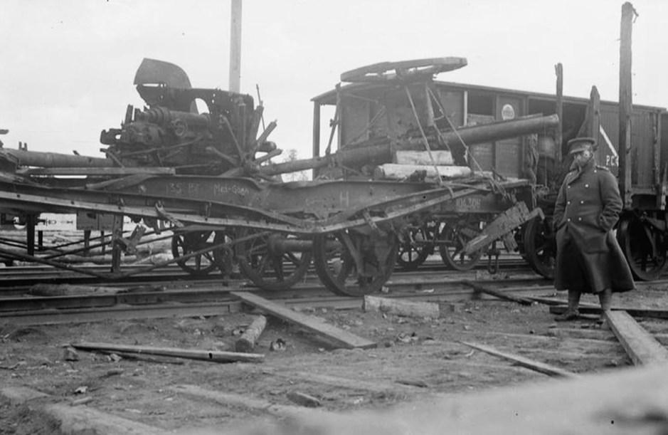 Los restos de un tren blindado, Murmansk, septiembre de 1919.