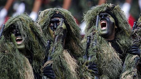 Las fuerzas especiales del Ejército de México marchan durante un desfile militar