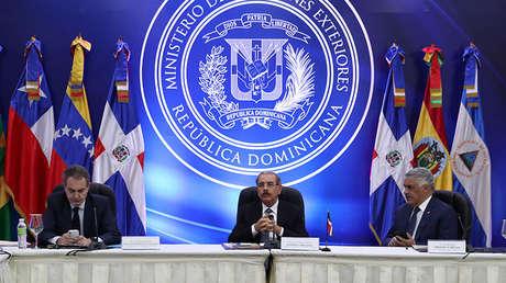 El expresidente español José Luis Rodríguez Zapatero, el presidente de dominicano Danilo Medina y su canciller Miguel Vargas en Santo Domingo, el 6 de febrero de 2018.