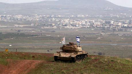 Vehículo militar en el lado israelí de la frontera con Siria, cerca de la aldea drusa de Majdal Shams, en los Altos del Golán, ocupados por Israel. 11 de febrero de 2018.