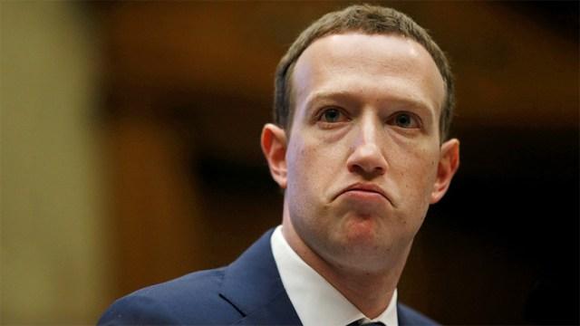 Así ha bautizado la prensa el inédito traje de Zuckerberg (el nombre lo dice todo)