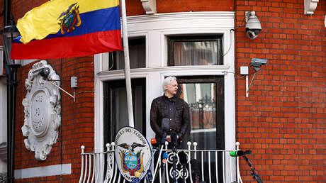 El fundador de WikiLeaks, Julian Assange, en el balcón de la Embajada de Ecuador en Londres, el 19 de mayo de 2017.