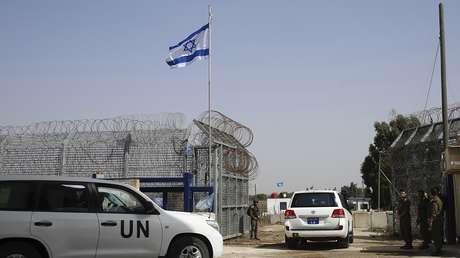 Un soldado israelí abre los puestos fronterizos en la ciudad de Quneitra, en los Altos del Golán, el 15 de octubre de 2018.