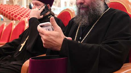 Sacerdote presume de Gucci y Louis Vuitton y se tiene que disculpar tras hacerse viral (FOTOS)
