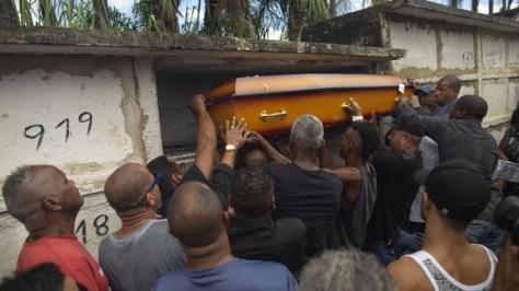 El debate sobre la impunidad regresa a Brasil tras los 80 tiros del Ejército que mataron a un músico