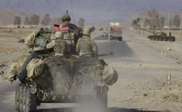 Soldados estadounidenses en las inmediaciones del aeropuerto de Kandahar (Afganistán), 27 de diciembre de 2001.