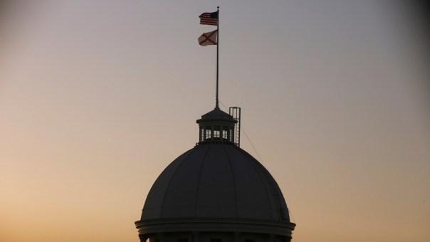 El Senado de Alabama aprueba prohibir el aborto, sin excepciones para los casos de violación o de incesto