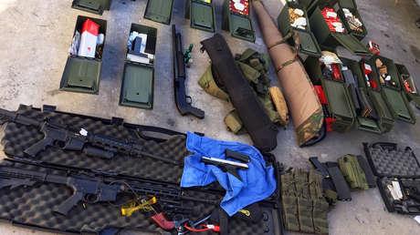 El arsenal confiscado por la Policía a un cocinero del hotel Marriot de Long Beach (California, EE.UU.) que presuntamente amenazó con perpetrar un tiroteo masivo.