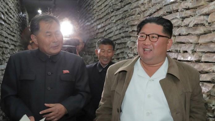 Kim Jong-un durante una visita a una instalación de procesamiento de pescado en Corea del Norte