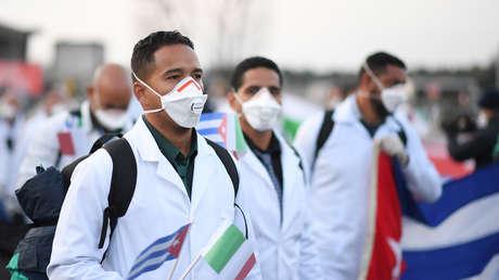 """""""No a los médicos cubanos"""", el lema opositor que revive la guerra fría en Argentina en plena pandemia"""