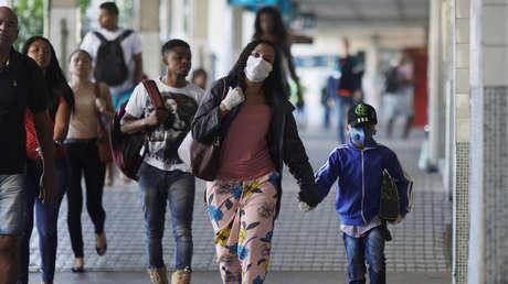 El número de muertes por covid-19 en Brasil asciende a 941 y el de contagios a 17.857