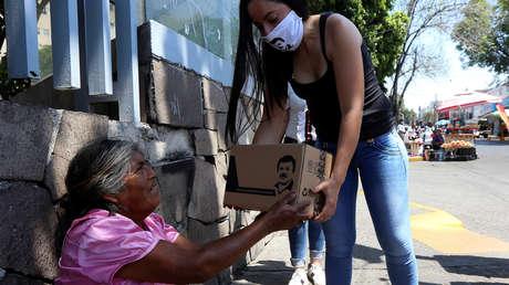 La hija del 'Chapo' Guzmán entrega víveres y mascarillas con la imagen de su padre (FOTOS, VIDEO)