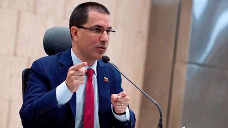 Venezuela denunciará a Colombia ante la ONU tras vandalismo en su sede consular en Bogotá