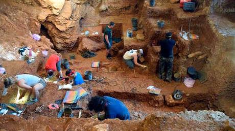 Los humanos modernos y los neandertales posiblemente intercambiaron herramientas, tecnología e incluso parejas