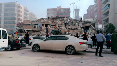 Al menos 17 muertos y más de 700 heridos: los estragos que causó el potente terremoto de 6,9 que sacudió Turquía y Grecia (VIDEOS)