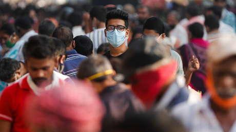 """Un voluntario de la vacuna de AstraZeneca en la India presenta una demanda por desarrollar una """"reacción adversa"""""""