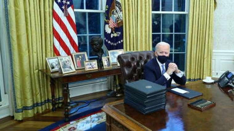 EE.UU. regresa a la OMS y al Acuerdo de París: Biden firma sus primeras acciones ejecutivas (y revoca algunas de Trump)