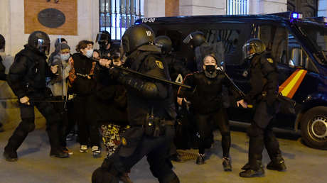 'Leyes Mordaza', terrorismo, sentimientos religiosos e injurias a la Corona: las polémicas leyes que te pueden llevar a la cárcel en España