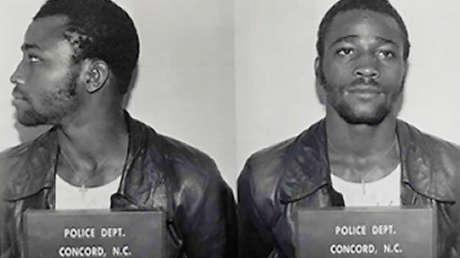 Un estadounidense que pasó 44 años en la cárcel por un crimen que no cometió planea luchar por una compensación que supere los 750.000 dólares