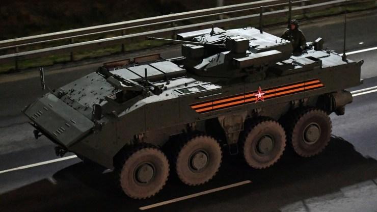 El vehículo de combate ruso Bumerang se puede controlar desde un teléfono móvil - RT