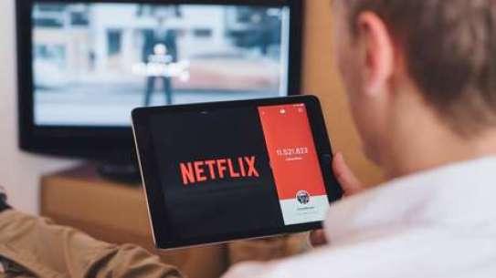 """El fundador de Telegram advierte que """"el contenido irrelevante"""" de aplicaciones como Netflix y TikTok 'embarra' nuestras mentes"""