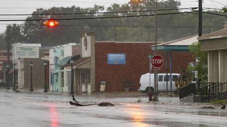 El huracán Nicholas toca tierra en las costas de Texas con vientos de 120 kilómetros por hora