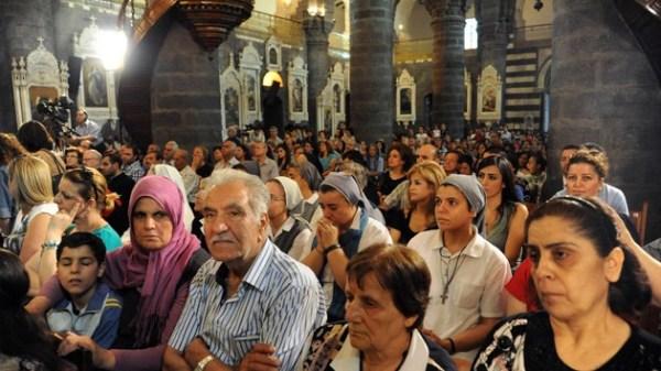 Miles de cristianos sirios solicitan la ciudadanía rusa - RT