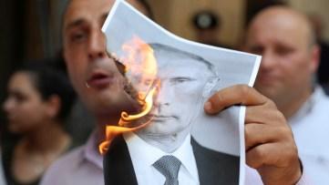 Proteste wie von Zauberhand – Wer steckt hinter den anti-russischen Unruhen in Georgien?