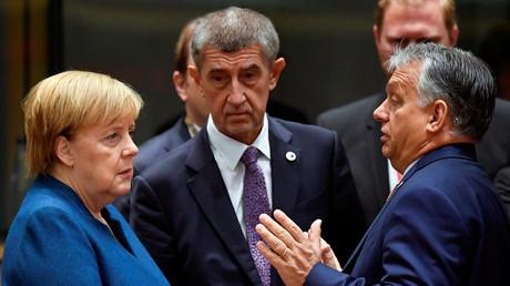 Babiš im Gespräch mit Merkel und dem ungarischen Ministerpräsidenten Orbán auf dem EU-Gipfel in Brüssel im Oktober 2019