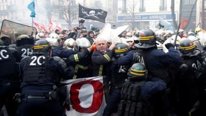Frankreich, das etwas andere Land: Wenn Polizisten Feuerwehrleute verprügeln