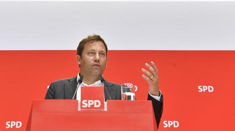 SPD-Generalsekretär Lars Klingbeil fordert nach dem Massaker in Hanau eine Überwachung der AfD durch den Verfassungsschutz.