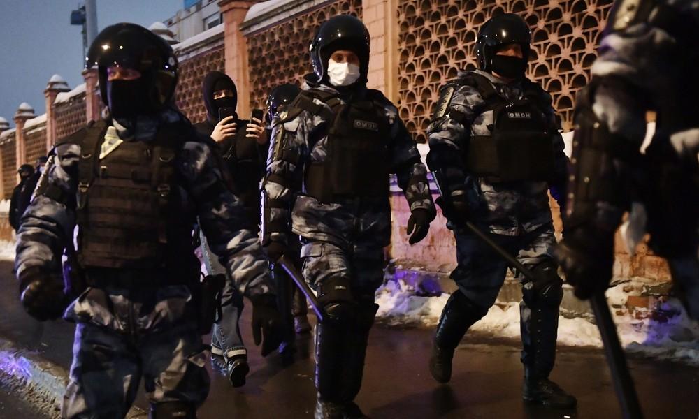 """""""Ich konnte nichts sehen"""": Polizist entschuldigt sich für folgenschweren Einsatz bei Nawalny-Demo"""