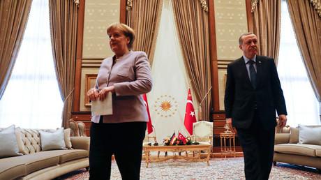 Turkish President Recep Tayyip Erdogan and German Chancellor Angela Merkel © Umit Bektas