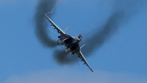 MiG-29 fighter pilot ejects from flaming jet during ...