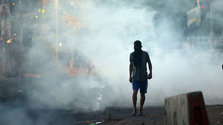 A supporter of presidential candidate Salvador Nasralla walks on a street during a protest caused by the delayed vote count for the presidential election at Villanueva neighborhood in Tegucigalpa, Honduras, December 1, 2017 © Edgard Garrido