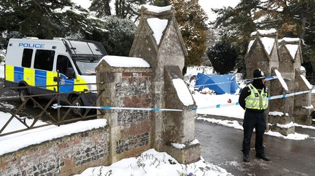 A police officer stands outside the London Road cemetery where the grave of Alexander Skripal; son of former Russian intelligence officer Sergei Skripal; is seen covered with a tent, in Salisbury, Britain © Peter Nicholls