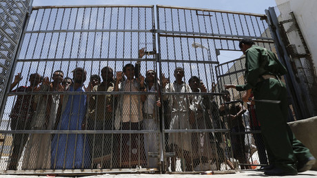 FILE PHOTO: Inmates the central prison in Sanaa © Reuters / Khaled Abdullah