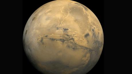 5bf03730dda4c800588b45b8 'Catastrophic' megafloods created Mars' giant canyons – study