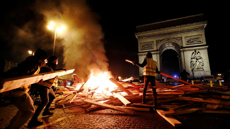 100s detained, tear gas fired: Yellow Vest mayhem hits Paris on 4th weekend