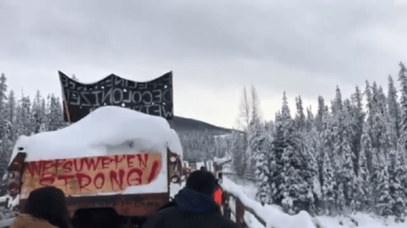 Wet'suwet'en protesters have erected barricades, seeking to stop a gas pipeline in British Columbia, Canada (screenshot)