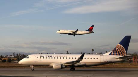 FILE PHOTO: A Delta Connection Embraer ERJ-175LR plane and a United Express Embraer ERJ-175LR plane at LAX airport © Reuters / Lucy Nicholson