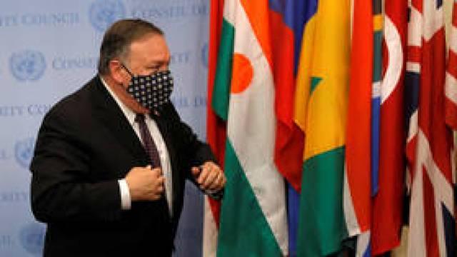 Stany Zjednoczone są gotowe `` zablokować Rosję i Chiny '', jeśli zlekceważą sankcje wobec Iranu, ostrzega Pompeo, gdy Waszyngton naciska na ONZ `` snapback ''