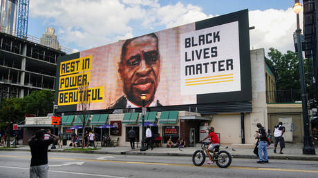 FILE PHOTO: A digital Black Lives Matter billboard seen in Atlanta, Georgia, June 13, 2020 © Reuters / Elijah Nouvelage