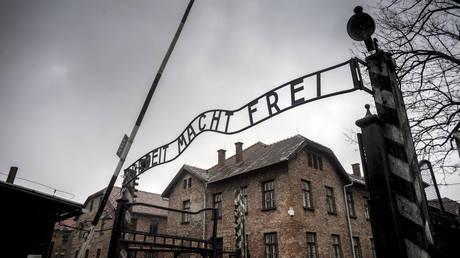 The central gate of the former Auschwitz-Birkenau concentration camp in Oswiecim.  © Sputnik / Valeriy Melnikov