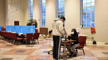 Voters at a polling station in Atlanta, Georgia, January 5, 2021. © AFP / Virginie Kippelen